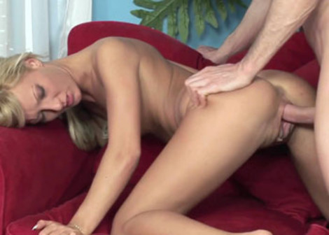 Pearl Diamond gets her bald beaver stuffed